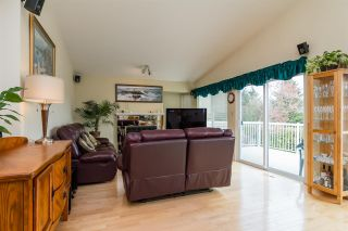 "Photo 6: 14719 WELLINGTON Drive in Surrey: Bolivar Heights House for sale in ""Bolivar Heights"" (North Surrey)  : MLS®# R2256470"
