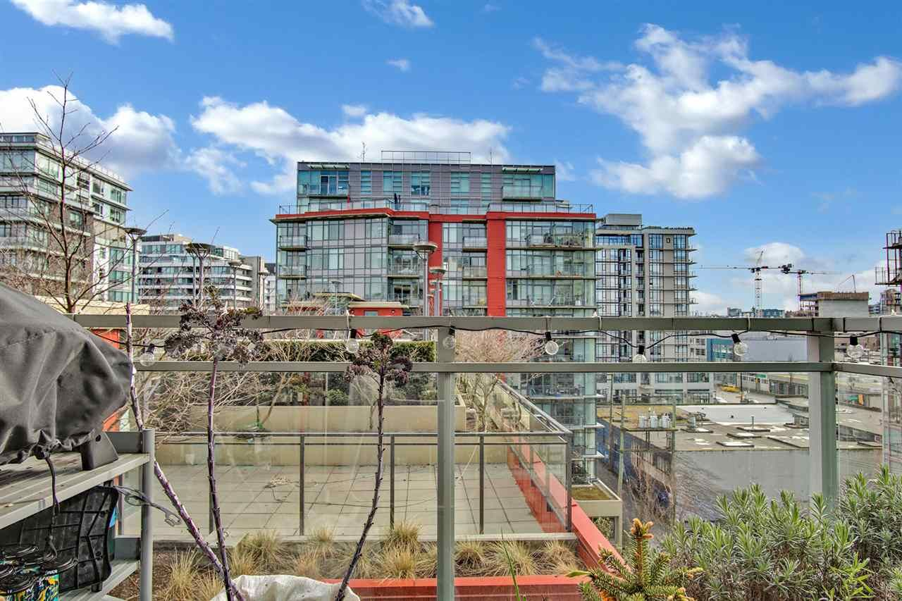 """Main Photo: 810 88 W 1ST Avenue in Vancouver: False Creek Condo for sale in """"THE ONE"""" (Vancouver West)  : MLS®# R2545345"""
