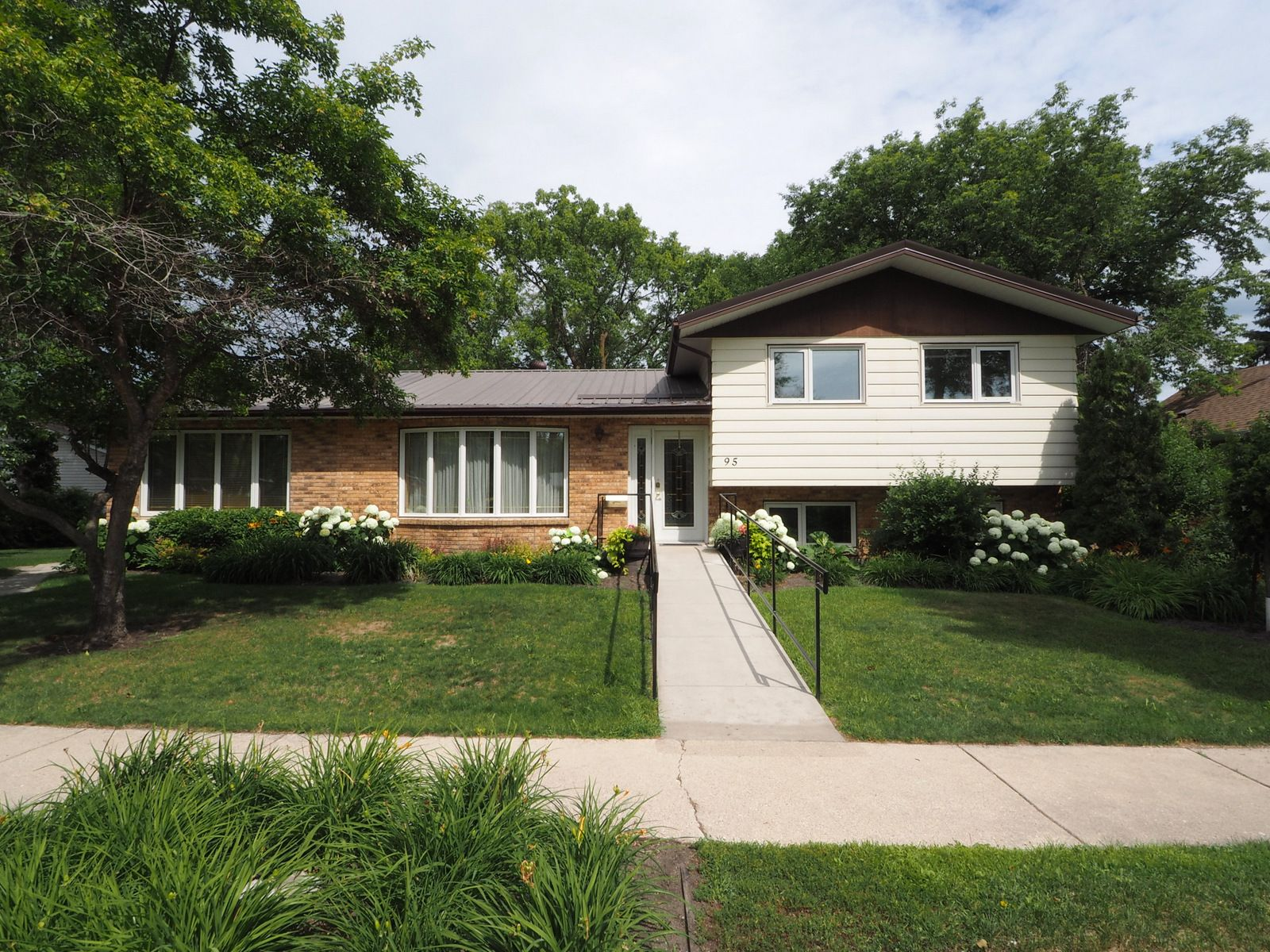 Main Photo: 95 Hampton Street W in Macgregor: House for sale : MLS®# 202017345