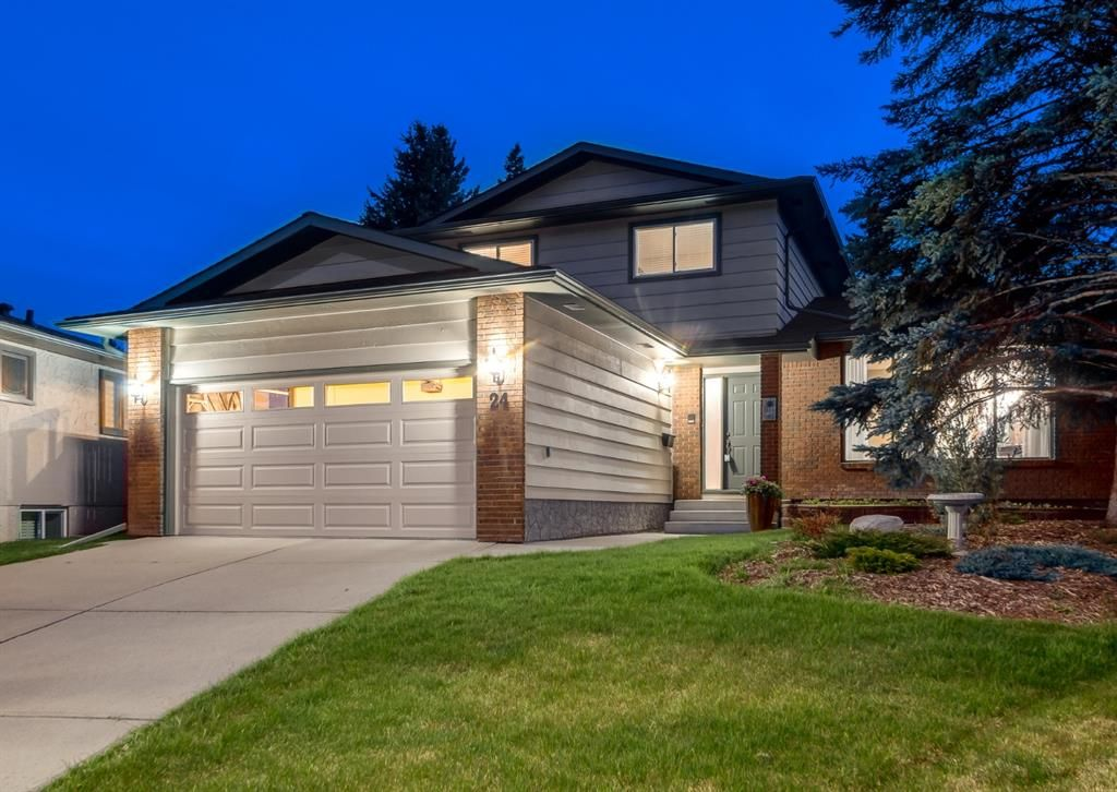 Main Photo: 24 BRACEWOOD Place SW in Calgary: Braeside Detached for sale : MLS®# A1104738