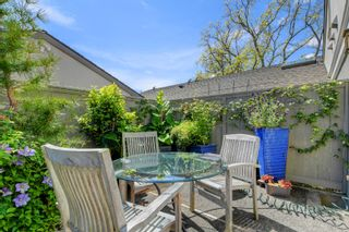 Photo 25: 2 735 MOSS St in : Vi Rockland Row/Townhouse for sale (Victoria)  : MLS®# 875865