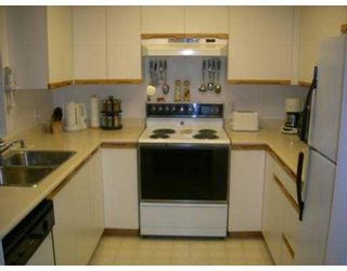"""Photo 4: 302 6860 RUMBLE Street in Burnaby: South Slope Condo for sale in """"GOVERNOR'S WALK"""" (Burnaby South)  : MLS®# V631691"""
