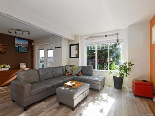 Photo 2: 1 2650 Shelbourne St in : Vi Oaklands Row/Townhouse for sale (Victoria)  : MLS®# 850293