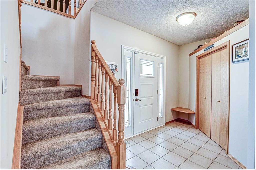 Photo 2: Photos: 25 THORNLEIGH Way SE: Airdrie Detached for sale : MLS®# C4282676
