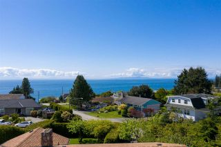 """Photo 7: 14418 BLACKBURN Crescent: White Rock House for sale in """"West Side White Rock"""" (South Surrey White Rock)  : MLS®# R2576581"""