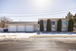 Photo 1: 608 Gray Avenue in Saskatoon: Sutherland Residential for sale : MLS®# SK847542