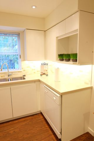 """Photo 4: 202 1200 EASTWOOD Street in Coquitlam: North Coquitlam Condo for sale in """"Lakeside"""" : MLS®# R2095256"""