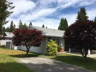 """Photo 2: 11 824 NORTH Road in Gibsons: Gibsons & Area Townhouse for sale in """"TWIN OAKS"""" (Sunshine Coast)  : MLS®# R2481809"""