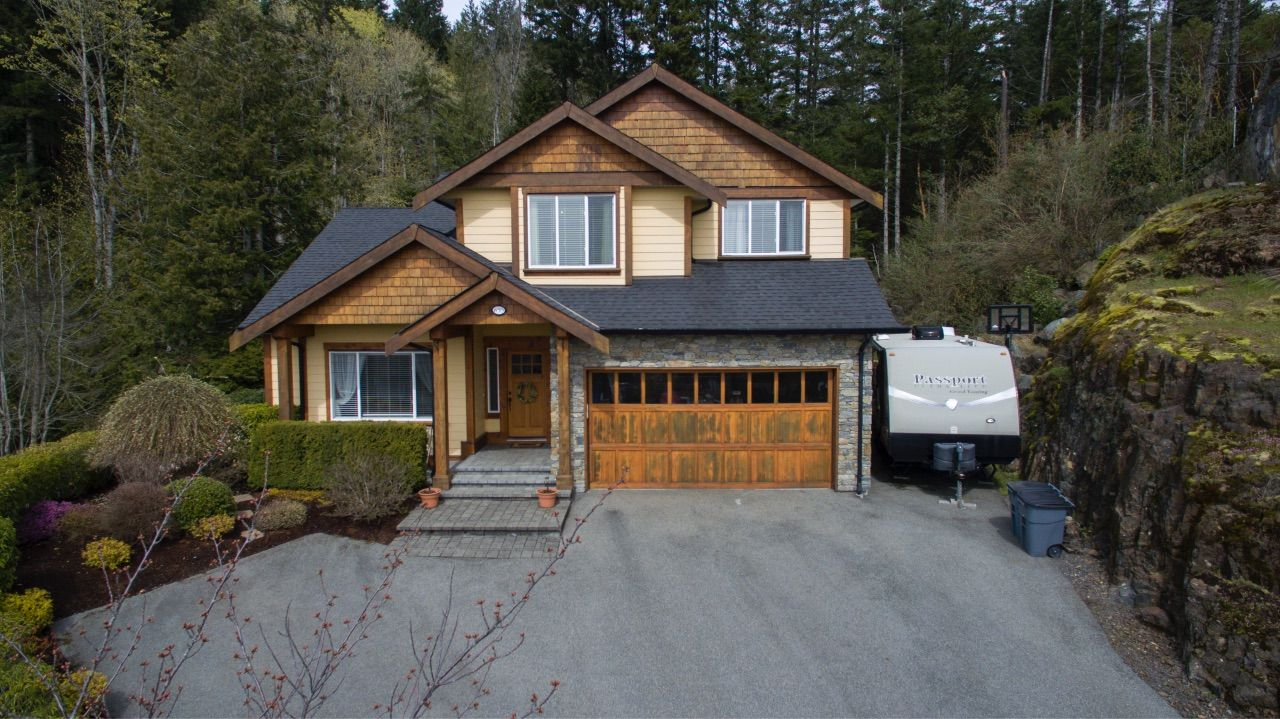 Main Photo: 630 Granrose Terrace in Victoria: Co Latoria House for sale (Colwood)