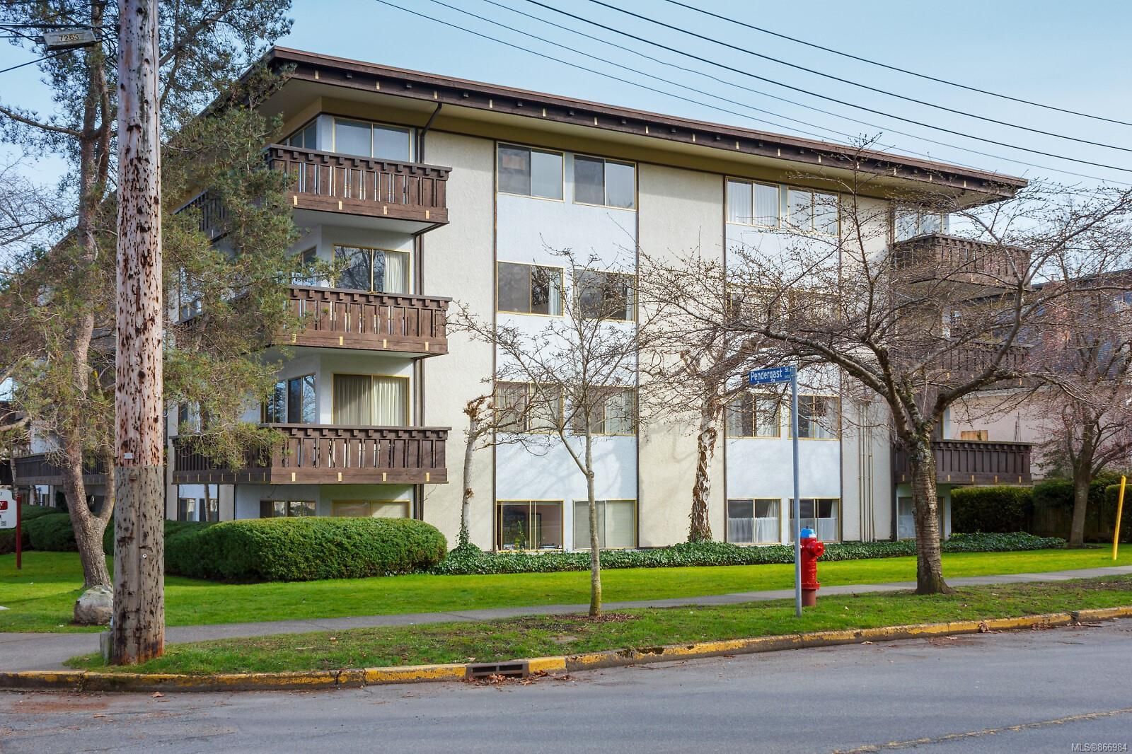 Main Photo: 410 909 Pendergast St in : Vi Fairfield West Condo for sale (Victoria)  : MLS®# 866984