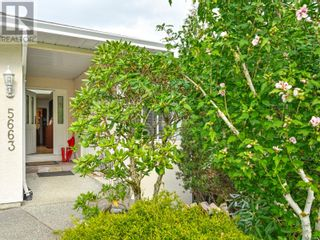 Main Photo: 5663 Carrington Rd in Nanaimo: House for sale : MLS®# 886857