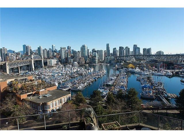 """Main Photo: 911 1450 PENNYFARTHING Drive in Vancouver: False Creek Condo for sale in """"HARBOUR COVE"""" (Vancouver West)  : MLS®# V1045664"""