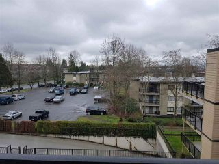 "Photo 13: 303 10468 148TH Street in Surrey: Guildford Condo for sale in ""Guildford Green"" (North Surrey)  : MLS®# R2236561"