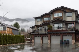 Photo 1: 39745 GOVERNMENT Road in Squamish: Northyards 1/2 Duplex for sale : MLS®# R2225663