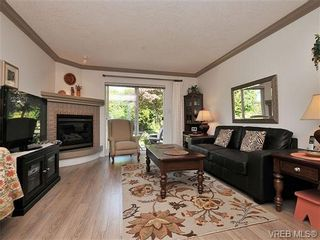 Photo 2: 7 126 Hallowell Rd in VICTORIA: VR Glentana Row/Townhouse for sale (View Royal)  : MLS®# 647851