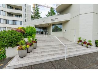 """Photo 3: 215 1442 FOSTER Street: White Rock Condo for sale in """"White Rock Square Tower 3"""" (South Surrey White Rock)  : MLS®# R2538444"""