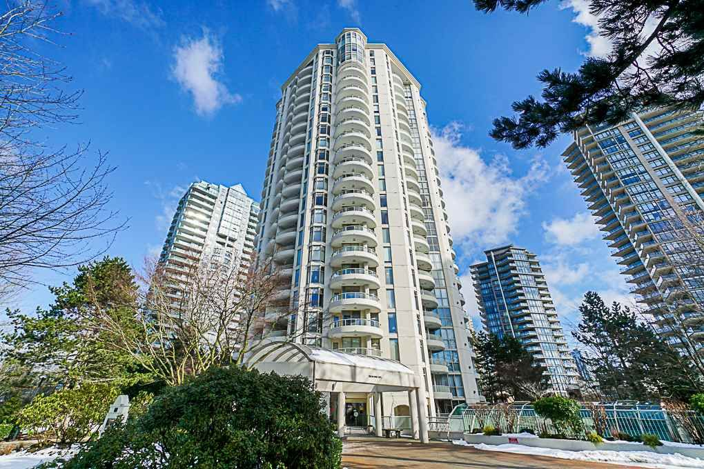 """Main Photo: 1704 6188 PATTERSON Avenue in Burnaby: Metrotown Condo for sale in """"THE WIMBLEDON CLUB"""" (Burnaby South)  : MLS®# R2341545"""