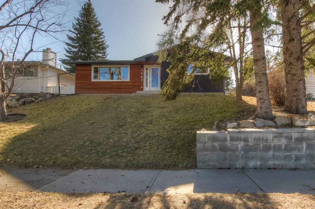 Main Photo: 3443 19 Street NW in Calgary: Charleswood Detached for sale : MLS®# A1095214
