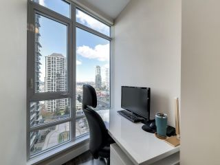 "Photo 11: 1210 2008 ROSSER Avenue in Burnaby: Brentwood Park Condo for sale in ""SOLO Stratus"" (Burnaby North)  : MLS®# R2563283"