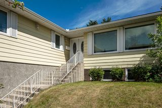 Photo 2: 1412 29 Street NW in Calgary: St Andrews Heights Detached for sale : MLS®# A1116002