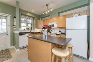 """Photo 4: 242 600 PARK Crescent in New Westminster: GlenBrooke North Townhouse for sale in """"THE ROYCROFT"""" : MLS®# R2158837"""
