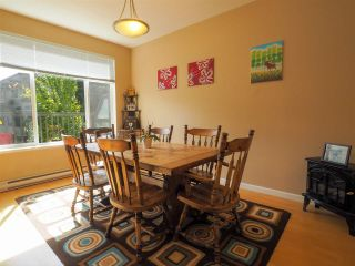 """Photo 3: 44 40632 GOVERNMENT Road in Squamish: Brackendale Townhouse for sale in """"Riverswalk"""" : MLS®# R2488805"""