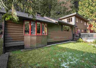 Photo 1: 4665 MOUNTAIN Highway in North Vancouver: Lynn Valley House for sale : MLS®# R2023616