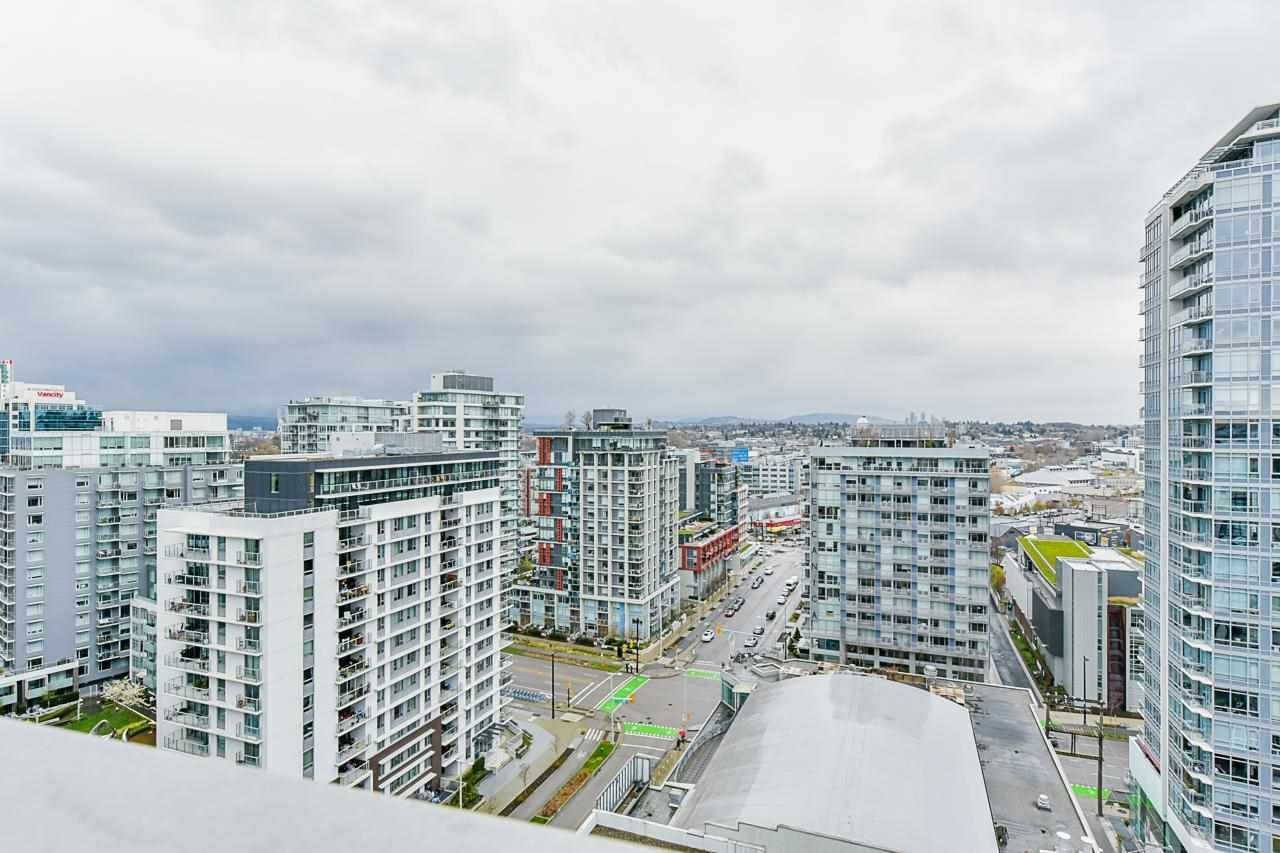 "Main Photo: 1601 1708 ONTARIO Street in Vancouver: Mount Pleasant VE Condo for sale in ""PINNACLE ON THE PARK"" (Vancouver East)  : MLS®# R2575368"