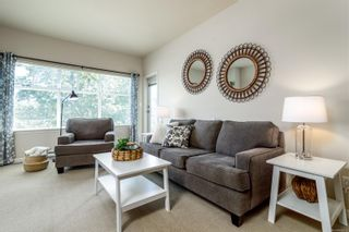 Photo 3: 202 1959 Polo Park Crt in Central Saanich: CS Saanichton Condo for sale : MLS®# 882519