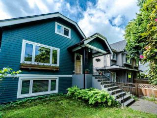 Photo 2: 1606 E 10TH Avenue in Vancouver: Grandview Woodland House for sale (Vancouver East)  : MLS®# R2579032