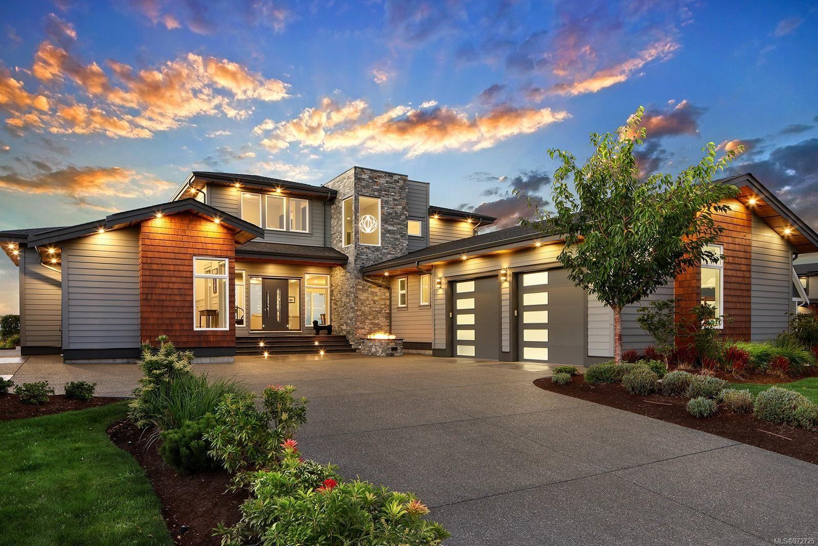 Main Photo: 10 1310 Wilkinson Rd in : CV Comox Peninsula House for sale (Comox Valley)  : MLS®# 872725