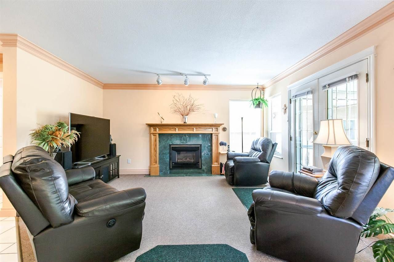 Photo 9: Photos: 21709 44 Avenue in Langley: Murrayville House for sale : MLS®# R2108375