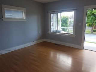 Photo 2: 3161 E GEORGIA Street in Vancouver: Renfrew VE House for sale (Vancouver East)  : MLS®# R2461460