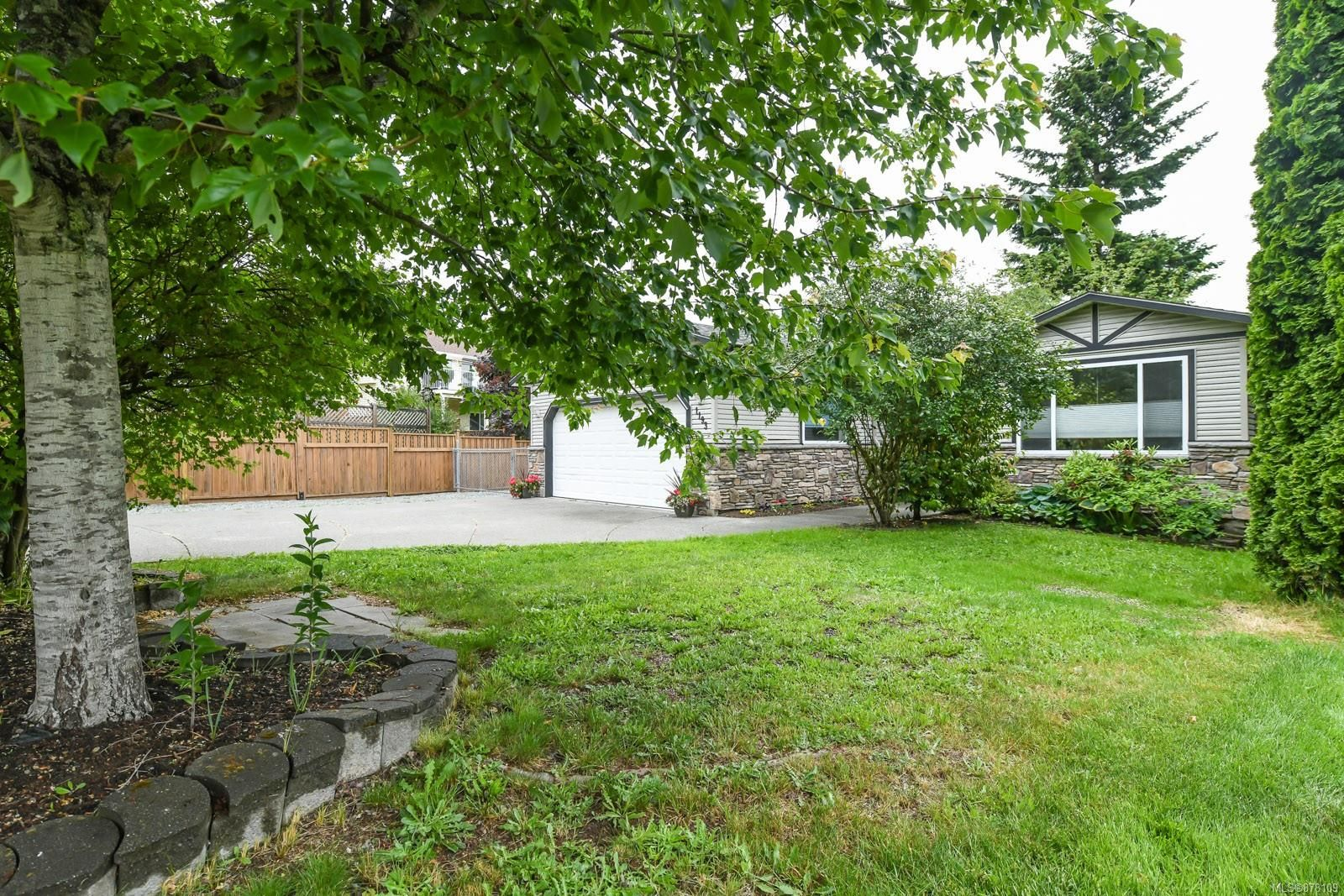 Main Photo: 1193 View Pl in : CV Courtenay East House for sale (Comox Valley)  : MLS®# 878109