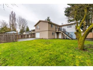 """Photo 17: 17345 63A Avenue in Surrey: Cloverdale BC House for sale in """"Cloverdale"""" (Cloverdale)  : MLS®# R2446374"""