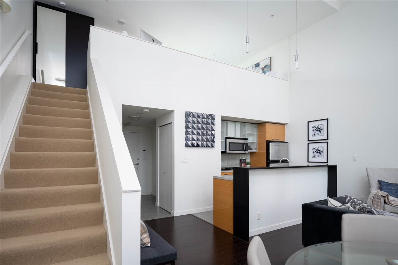 Main Photo: 301 29 SMITHE MEWS in Vancouver: Yaletown Condo for sale (Vancouver West)  : MLS®# R2411644