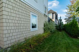 """Photo 19: 37 8438 207A Street in Langley: Willoughby Heights Townhouse for sale in """"YORK By Mosaic"""" : MLS®# R2211838"""