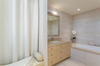 """Photo 17: PH3 555 JERVIS Street in Vancouver: Coal Harbour Condo for sale in """"HARBOURSIDE PARK II"""" (Vancouver West)  : MLS®# R2578170"""