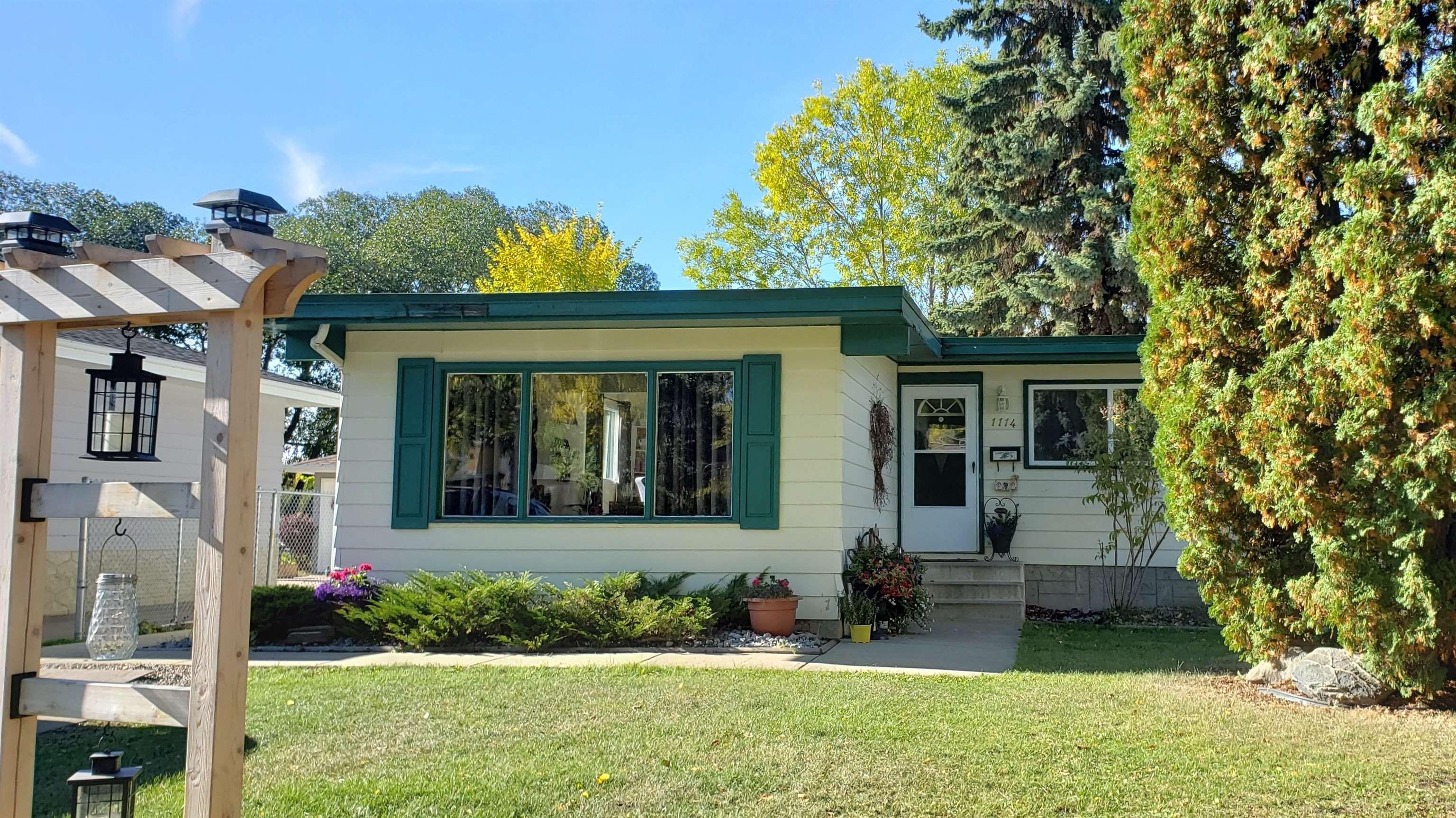 Main Photo: 1114 MOYER Drive: Sherwood Park House for sale : MLS®# E4254952