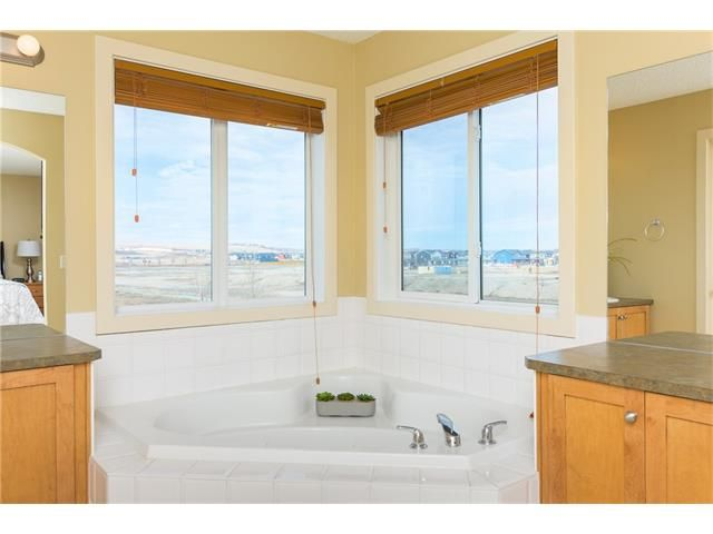 Photo 29: Photos: 664 LUXSTONE Landing SW: Airdrie House for sale : MLS®# C4106944