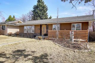 Photo 1: 800 Acadia Drive SE in Calgary: Maple Ridge Detached for sale : MLS®# A1091895