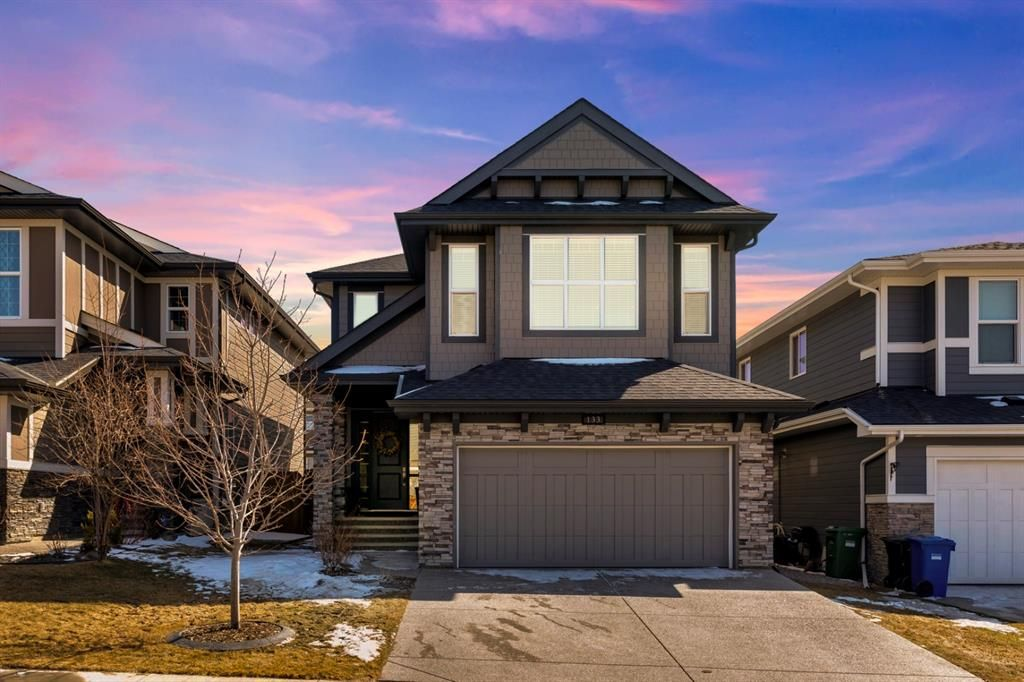 Welcome to Cranston! 133 Cranbrook Cres features a double attached garage.