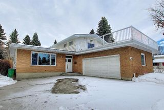 Photo 1: 32 Varcrest Place NW in Calgary: Varsity Detached for sale : MLS®# A1060707