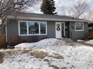Photo 1: 46 Mackenzie Crescent in Saskatoon: Adelaide/Churchill Residential for sale : MLS®# SK846455