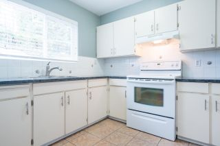 Photo 7: 2052 HIGHVIEW Place in Port Moody: College Park PM Townhouse for sale : MLS®# R2140235