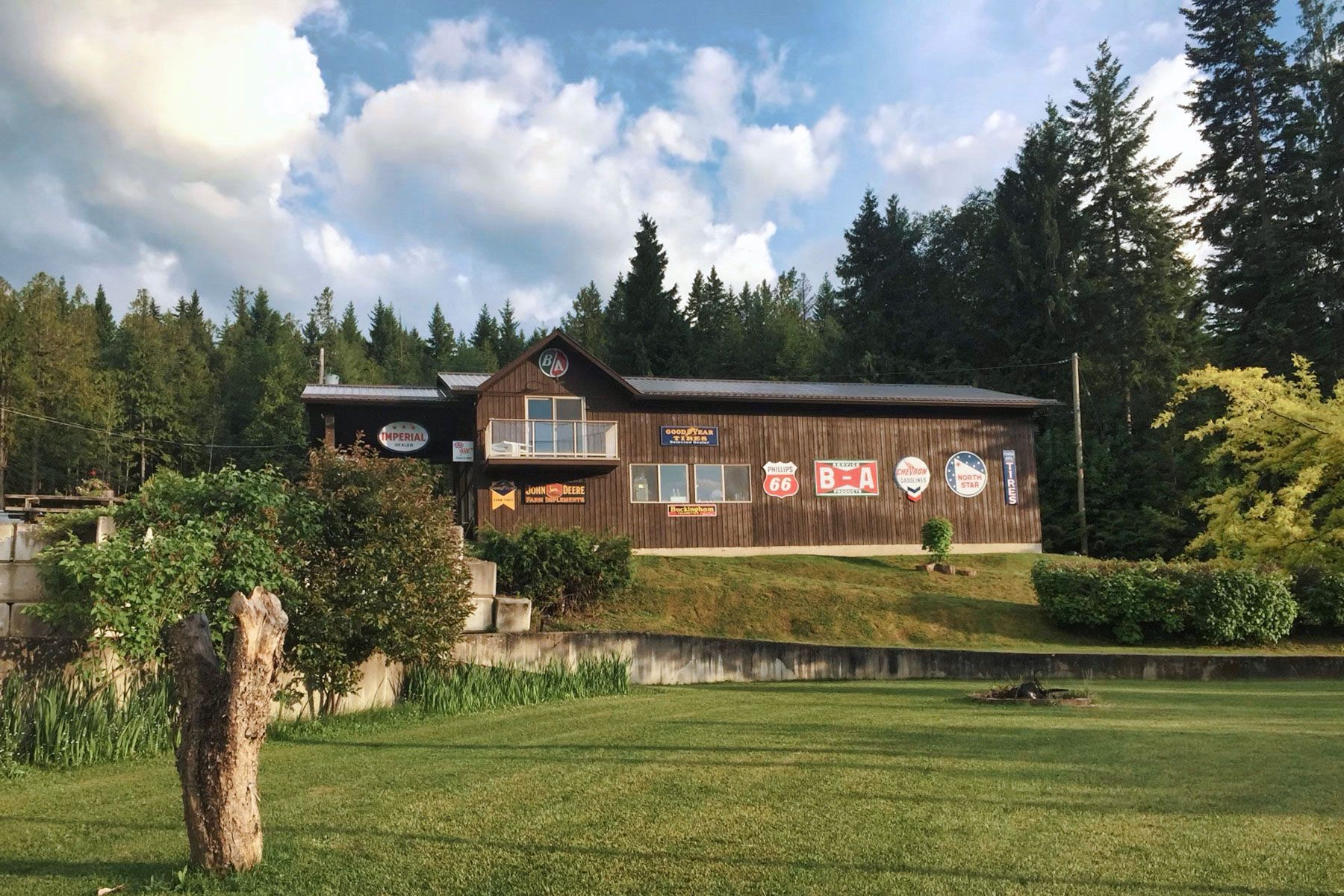 Photo 3: Photos: 1350 Trans Canada Highway in Sorrento: House for sale : MLS®# 10225818
