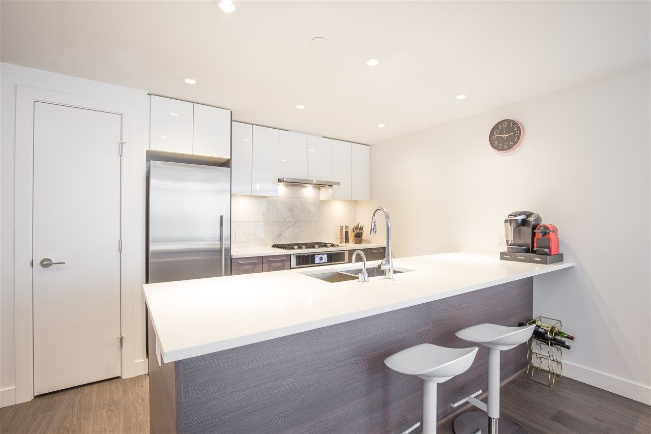 """Main Photo: 603 3557 SAWMILL Crescent in Vancouver: South Marine Condo for sale in """"ONE TOWN CENTRE"""" (Vancouver East)  : MLS®# R2376586"""