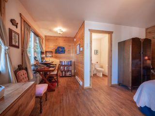 """Photo 25: 13702 CAMP BURLEY Road in Garden Bay: Pender Harbour Egmont House for sale in """"Mixal Lake"""" (Sunshine Coast)  : MLS®# R2485235"""