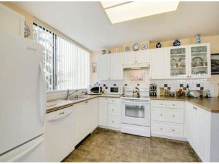"""Photo 8: 404 1785 MARTIN Drive in Surrey: Sunnyside Park Surrey Condo for sale in """"SOUTHWYND"""" (South Surrey White Rock)  : MLS®# F1412611"""