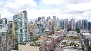 "Photo 15: 2305 289 DRAKE Street in Vancouver: Yaletown Condo for sale in ""Parkview Tower"" (Vancouver West)  : MLS®# R2474157"